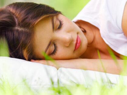 Schlaf und die Bauchachse